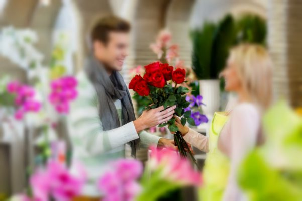 Man buying red roses